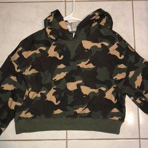 Cropped camo hoodie